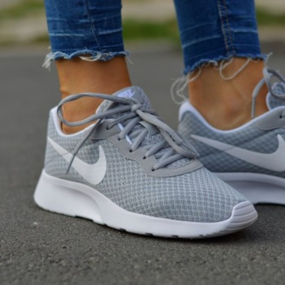 48e3058fe32e Nike Tanjun Women s Running Shoes Wolf. M 5b692a2cdf0307104fd8364d
